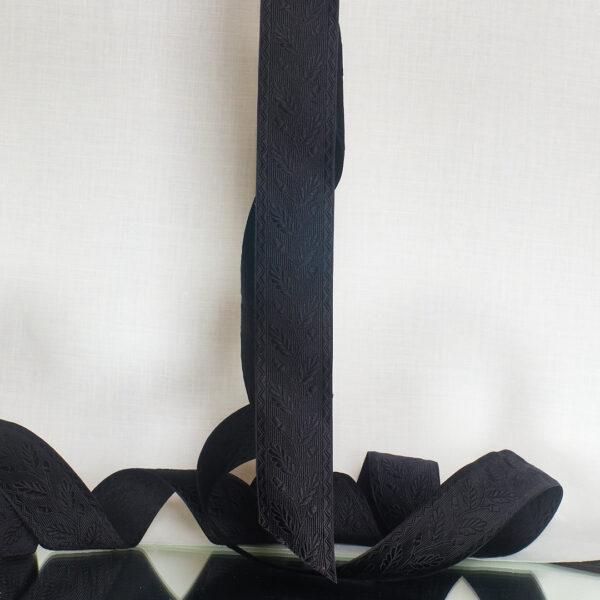 Acorn ribbon black